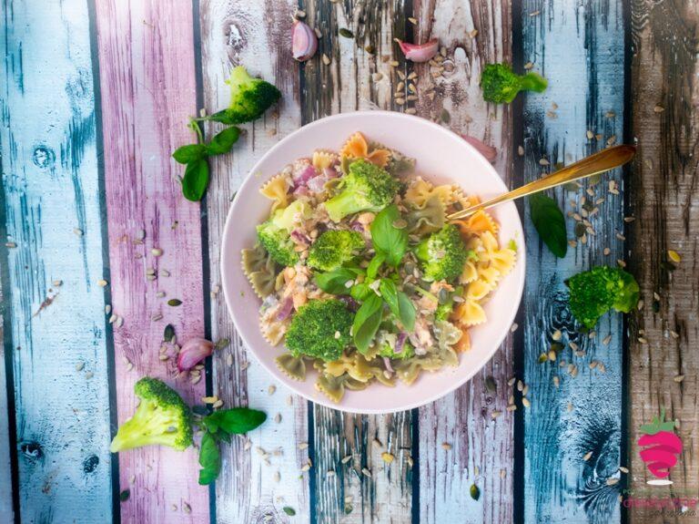 fit-makaron-z-łososiem-w-15-minut-w-sosie-śmietanowym-dieta-dietetyk-tychy