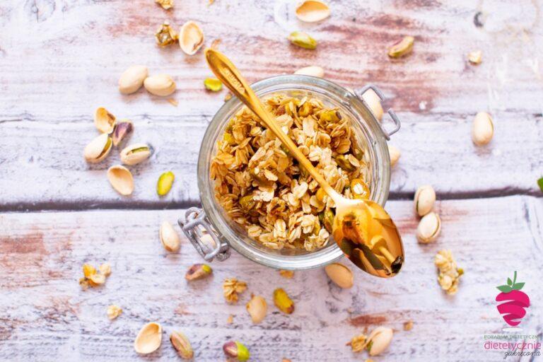 dietetyczna-fit-granola-bez-pieczenia-bakaliowa-dietetyczna-bez-pieczenia-na-diecie-pistacje
