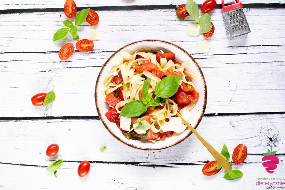 makaron-na-diecie-szybki-przepis-włoski-makaron-z-pomidorami-dietetycznie-fit