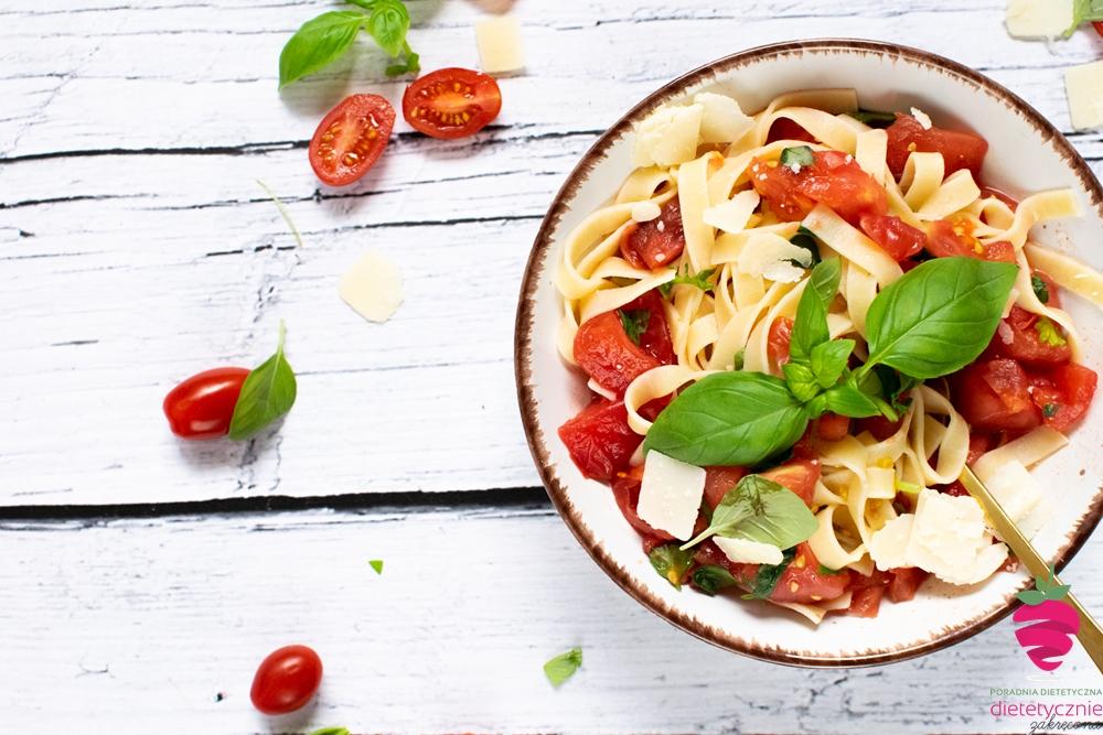 makaron-na-diecie-szybki-przepis-włoski-makaron-z-pomidorami-dietetyczny